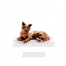 Фигурка Кошка лежит, бронза, 1,6 х 3 см.